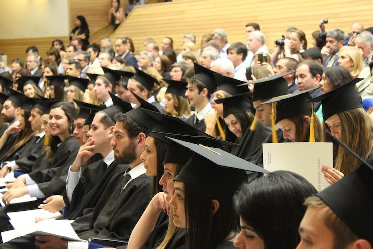 Abschluss Hütte Diplom Saal