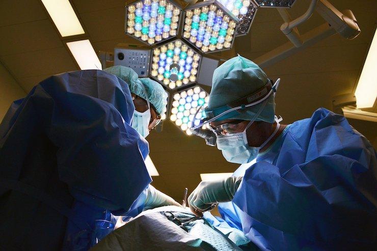 Ärzte im OP-Saal