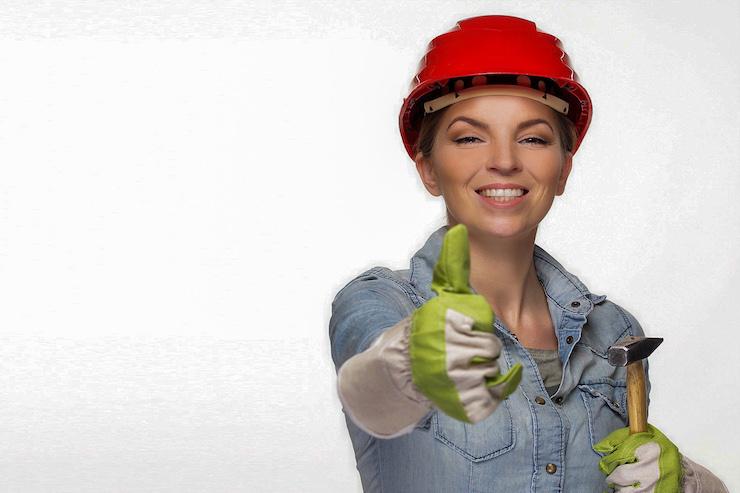 Bauarbeiterin im Job