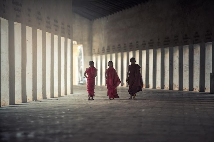 Mönche leben Buddhismus aus