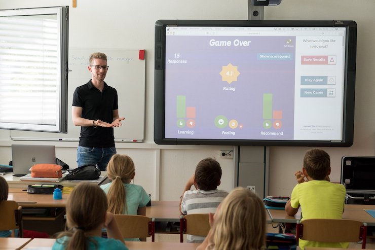 Lehrer unterrichtet Klasse